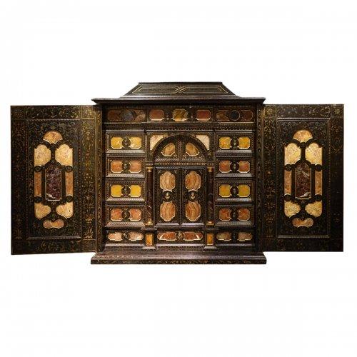Florentine cabinet in marquetry of precious stones, circa 1800-1820