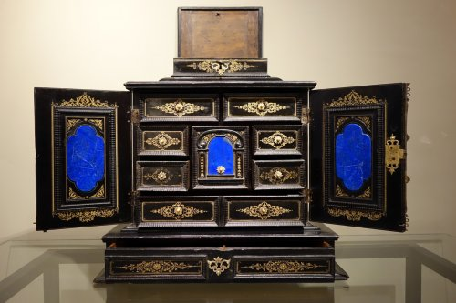 Furniture  - 17th Century Cabinet in marquetry of ebony,decorated  with lapis-lazuli
