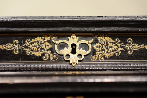 Louis XIV - 17th Century Cabinet in marquetry of ebony,decorated  with lapis-lazuli