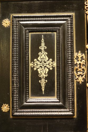 Antiquités - 17th Century Cabinet in marquetry of ebony,decorated  with lapis-lazuli