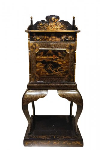 19th Century Japanese Lacquer Secretary Desk Richly Decorated