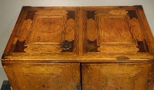 17th Century German Cabinet with a Floral and Archectural Decoration - Furniture Style Renaissance