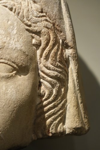 14th Century Head of the Holy Virgin in Limestone, France   - Sculpture Style Middle age