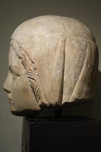 Antiquités - 14th Century Head of the Holy Virgin in Limestone, France