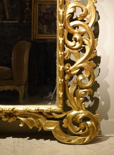 Large Richly Carved Giltwood Mirror, Italy, 18th Century - Mirrors, Trumeau Style