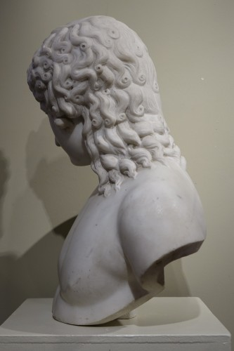 A Bust Sculpture in Carrara Marble, French Neoclassical School, circa 1800- - Empire