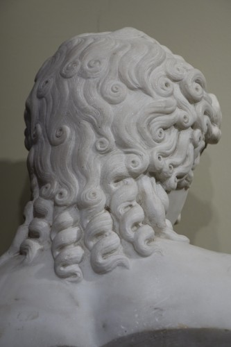 Antiquités - A Bust Sculpture in Carrara Marble, French Neoclassical School, circa 1800-