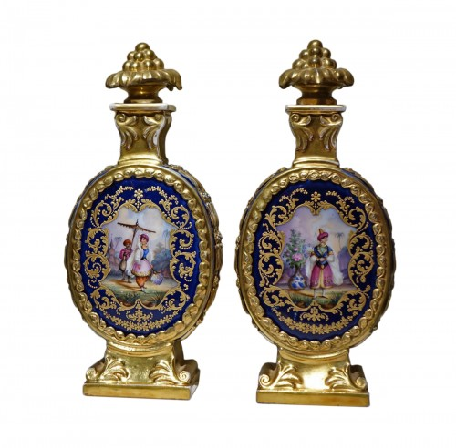 A pair of porcelaine  bottles with Orientalis decor, France circa 1850