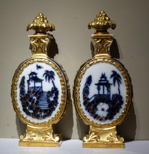 A pair of porcelaine  bottles with Orientalist decor, France circa 1850 - Porcelain & Faience Style Napoléon III