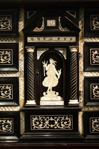17th century - A 17th c. blackened wood,rosewood and ebony ,ivory inlaid,Italy (Venise)
