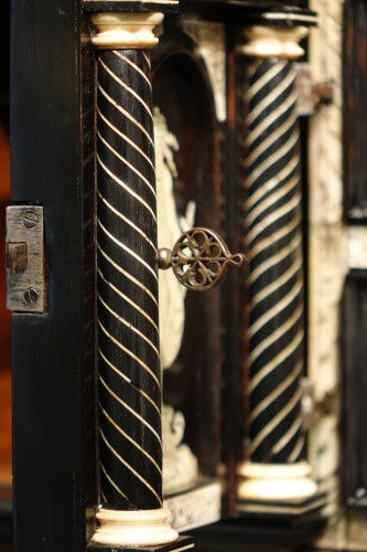 Antiquités - A 17th c. blackened wood,rosewood and ebony ,ivory inlaid,Italy (Venise)