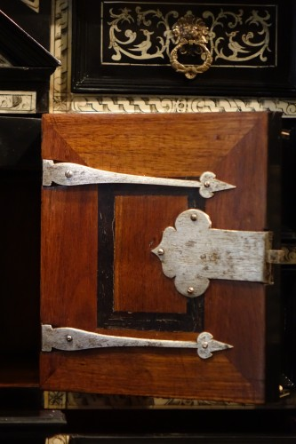 Antiquités - A 17th c. blackened wood,rosewood and ebony ,ivory inlaid,Italy (Venise)