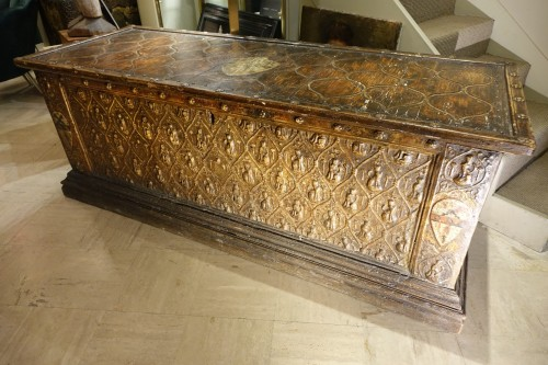 Large wedding cassone in pastiglia, Italy 15th century - Furniture Style Renaissance