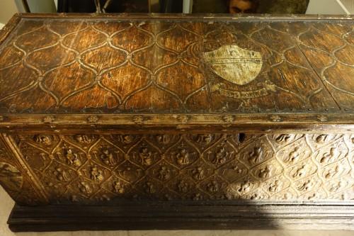 Large wedding cassone in pastiglia, Italy 15th century - Renaissance