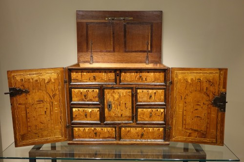 16th Century German Cabinet with a Floral and Architectural Decoration - Furniture Style Louis XIII