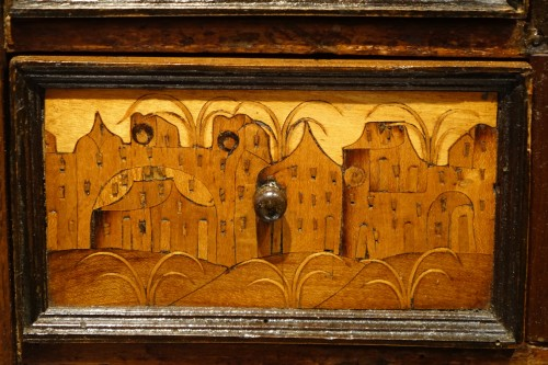 Antiquités - 16th Century German Cabinet with a Floral and Architectural Decoration