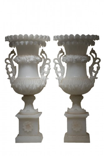 A pair of Medici alabaster vases. Circa 1880