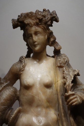 Alabaster Statue of the Goddess Flore, Flemish, 17th Century - Louis XIII