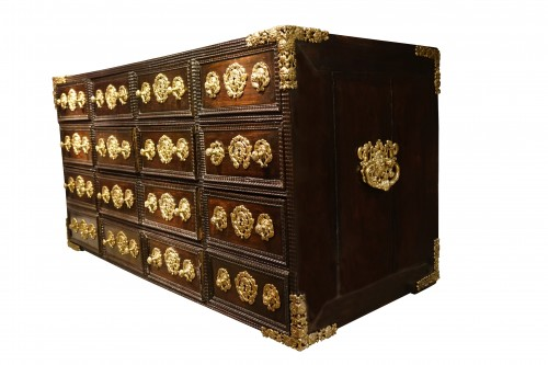 17th century - A 17th c. Indo-Portuguese rosewood cabinet