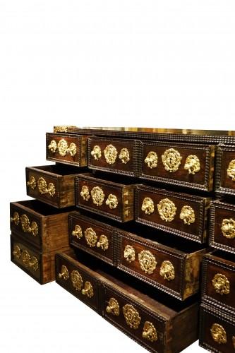 Antiquités - A 17th c. Indo-Portuguese rosewood cabinet
