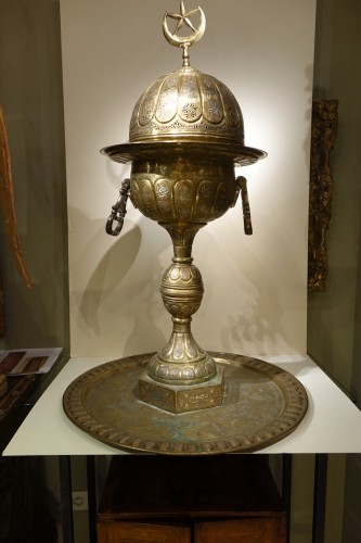 Antiquités - Very large silver inlaid brass perfume burner, Egypt 19th century