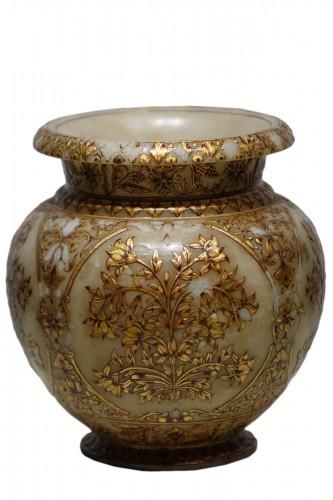 Small alabaster Mughal vase, 19th century