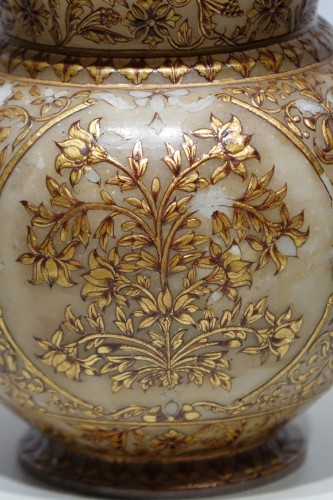 Small alabaster Mughal vase, 19th century - Decorative Objects Style Art nouveau