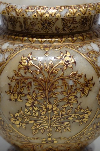 Decorative Objects  - Small alabaster Mughal vase, 19th century