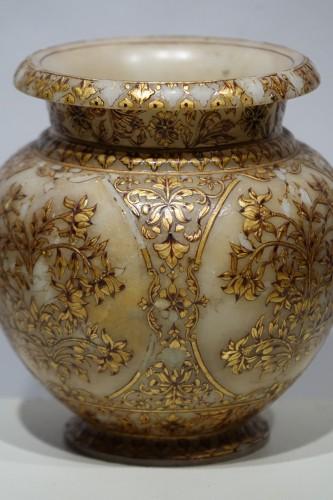 Small alabaster Mughal vase, 19th century -