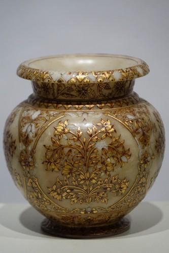 19th century - Small alabaster Mughal vase, 19th century