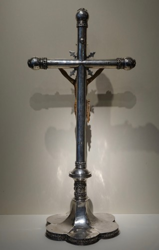 Antiquités - Large silver altar cross with an ivory Christ,Goa, 16th c.