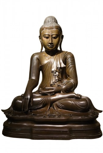 Seated bronze Bouddha in Bhumisparsa mùdra, Mandalay, Burma, 19th c.