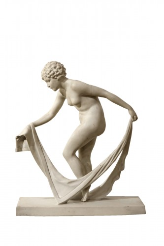 Porcelaine Manufacture of Villenauxe - Young woman coming out of her bath s
