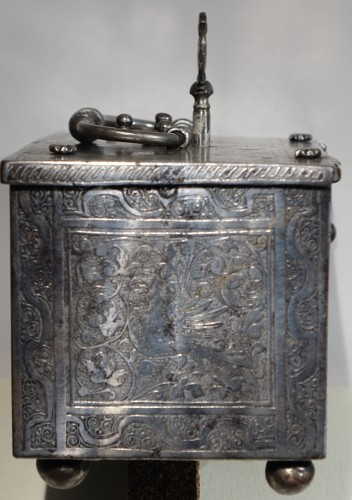 <= 16th century - Polished and Engraved Iron Case, Nuremberg 16th Century