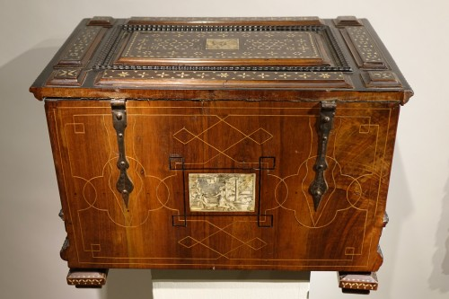 Small chest with flap and baseboard drawer, Venice, late 16th century. - Renaissance