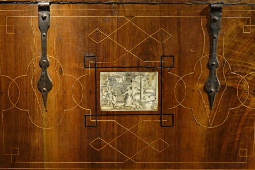 Renaissance - Small chest with flap and baseboard drawer, Venice, late 16th century.