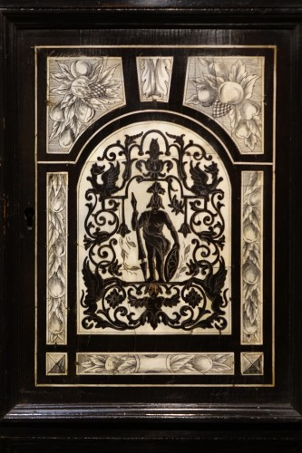17th century - Cabinet in ivory and rosewood, Germany, 17th century