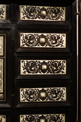 Cabinet in ivory and rosewood, Germany, 17th century - Louis XIV