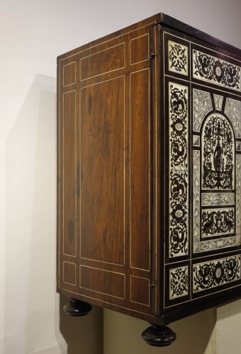Antiquités - Cabinet in ivory and rosewood, Germany, 17th century
