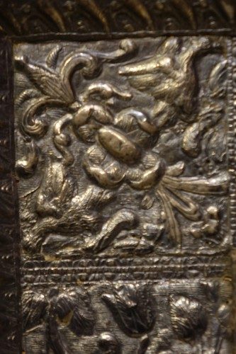 <= 16th century -  A sculpted wood mirror with a silver sheet applied. Venice,16th century