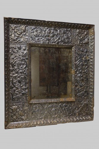 Antiquités -  A sculpted wood mirror with a silver sheet applied. Venice,16th century