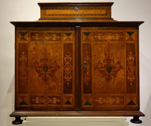 Furniture  - Cabinet en bois fruitier et bois indigènes, Allemagne du sud ou Tyrol, 17e s.