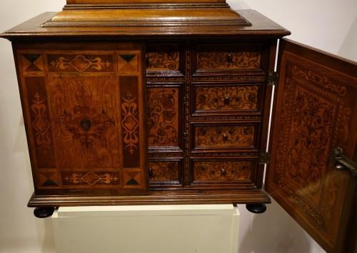 Cabinet en bois fruitier et bois indigènes, Allemagne du sud ou Tyrol, 17e s. -