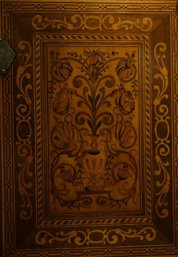 Cabinet en bois fruitier et bois indigènes, Allemagne du sud ou Tyrol, 17e s. - Louis XIII