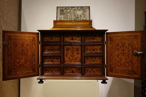 Louis XIII - Cabinet en bois fruitier et bois indigènes, Allemagne du sud ou Tyrol, 17e s.