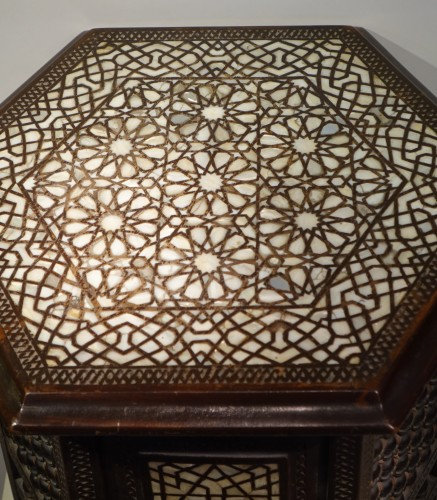 Hexagonal table in cedar and mother-of-pearl,Syria, late 19th c. - Art nouveau