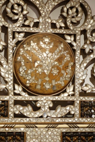 Antiquités - Large mirror with mother-of-pearl inlay, Syria, late 19th century