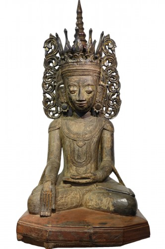 Large lacquered wood Buddha, Shan States style, Burma, 19th c.