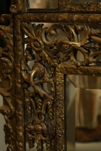 French Regence - Very large gilt wood Regency period mirror, France, circa 1720