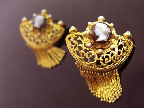 Pair of gothic revival earrings, cornelian cameos - Antique Jewellery Style Napoléon III